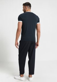 Farah - GROVES - T-shirt basic - true navy - 2