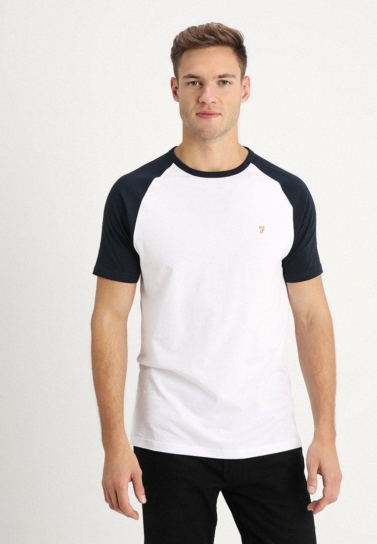 Farah - ZEMLAK RAGLAN TEE - T-shirts - white/dark blue