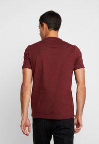 Farah - DENNIS SOLID TEE - T-shirt - bas - mottled red - 2