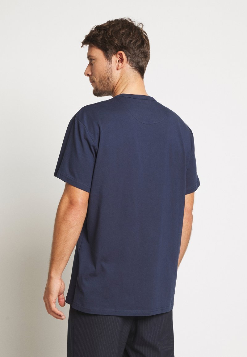 Farah COLLIER REGULAR FIT TEE - T-shirts - yale
