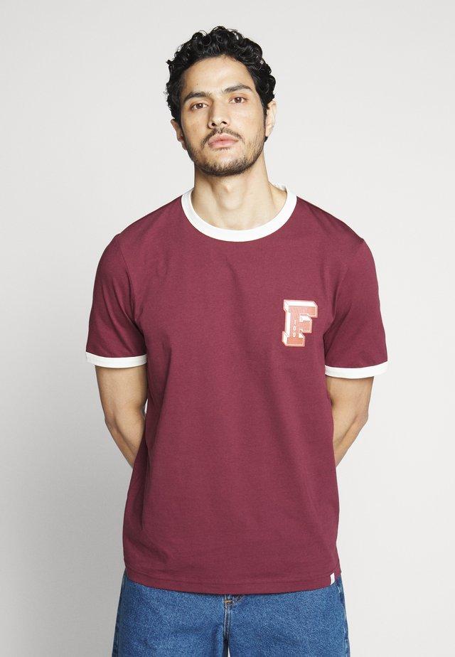 BLISS TEE - Print T-shirt - farah raspberry