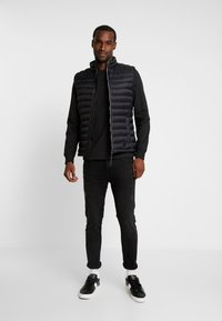 Farah - WORTH TEE - Långärmad tröja - deep black - 1