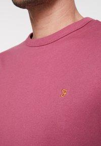 Farah - DENNIS SOLID TEE - T-shirt - bas - azalea - 5