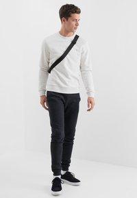 Farah - TIM CREW - Sweatshirt - chalk marl - 1