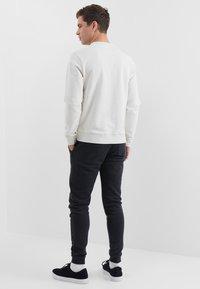 Farah - TIM CREW - Sweatshirt - chalk marl - 2