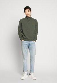 Farah - JIM ZIP - Sweatshirt - deep olive - 1
