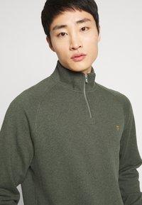 Farah - JIM ZIP - Sweatshirt - deep olive - 4