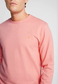 Farah - PICKWELL GARMENT WASHED - Sweatshirt - peach - 5