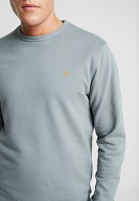 Farah - PICKWELL GARMENT WASHED - Sweatshirt - clay - 5