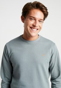 Farah - PICKWELL GARMENT WASHED - Sweatshirt - clay - 3