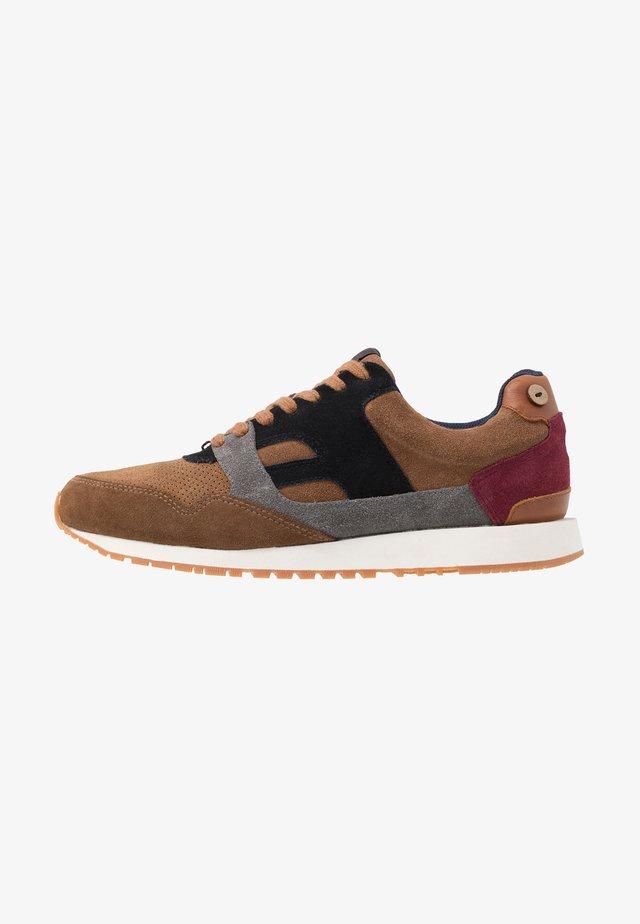 RUNNINGS - Sneakers - brown