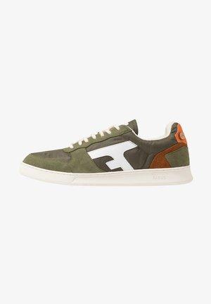 BASKETS - Sneakersy niskie - khaki