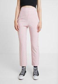 Fashion Union - GINGHAM FROZAY - Kalhoty - pink - 0