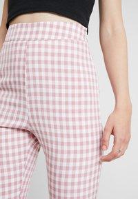 Fashion Union - GINGHAM FROZAY - Kalhoty - pink - 4