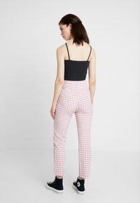 Fashion Union - GINGHAM FROZAY - Kalhoty - pink - 2