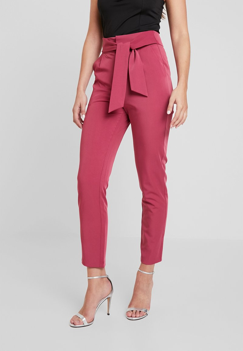 Fashion Union - EXCLUSIVE MISON TROUSER - Bukse - dark pink