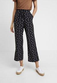 Fashion Union - NIPPY TROUSER - Kalhoty - daisy - 0