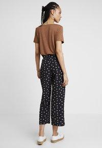 Fashion Union - NIPPY TROUSER - Kalhoty - daisy - 3