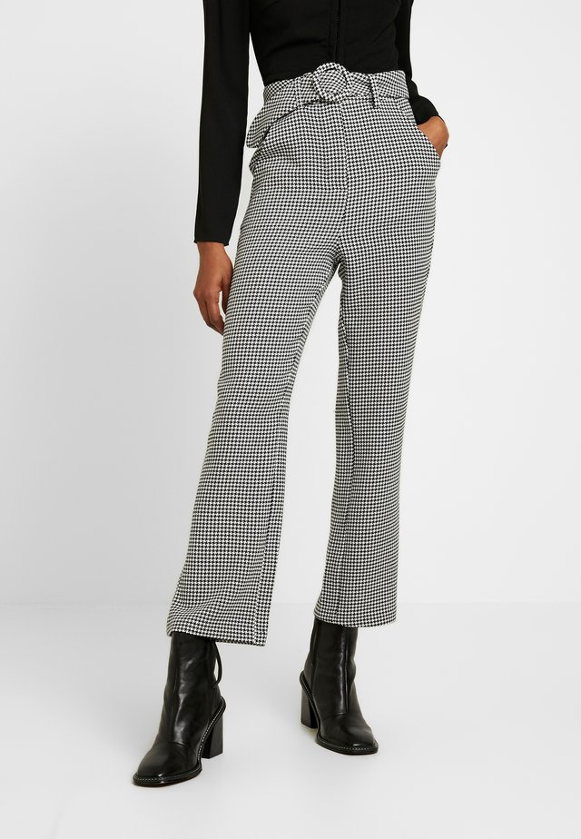 COYOTE TROUSER - Kangashousut - black/white