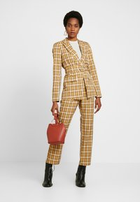 Fashion Union - CLUELESS TROUSERS - Bukse - yellow - 2