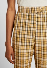 Fashion Union - CLUELESS TROUSERS - Bukse - yellow - 5