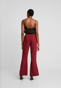 Fashion Union - VELMAS TROUSER - Broek - burgundy - 2