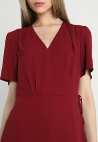 Fashion Union - LAVERNE - Robe d'été - burgundy - 4