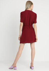 Fashion Union - LAVERNE - Robe d'été - burgundy - 2
