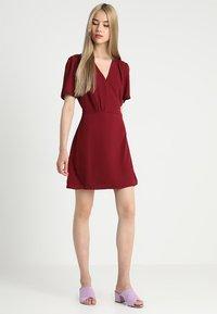 Fashion Union - LAVERNE - Robe d'été - burgundy - 1