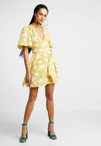 Fashion Union - SHERRIE - Denní šaty - summer shadow - 1