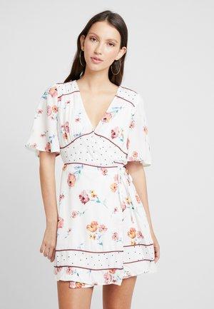 MIXER - Denní šaty - white