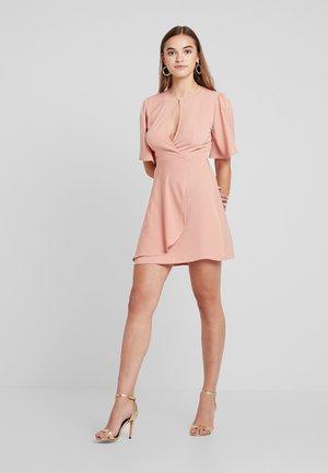 EXCLUSIVE DATE - Vestido informal - pale pink