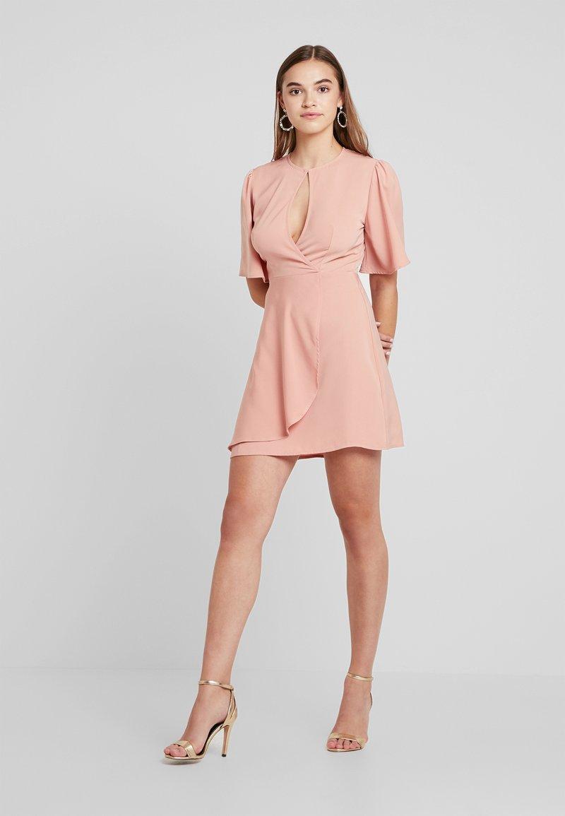 Fashion Union - EXCLUSIVE DATE - Freizeitkleid - pale pink