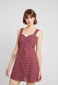 Fashion Union - VENUS - Vestido informal - red - 0