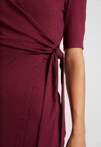 Fashion Union - Robe fourreau - cranberry - 6