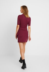 Fashion Union - Robe fourreau - cranberry - 3
