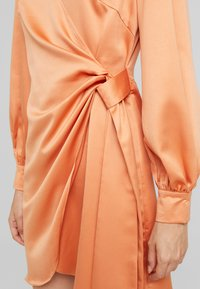 Fashion Union - FIQUE - Denní šaty - rust - 6