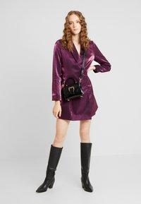Fashion Union - LOREM - Denní šaty - plum - 2