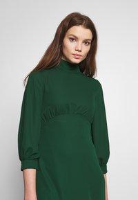 Fashion Union - CHARBAN - Denní šaty - forest green - 3