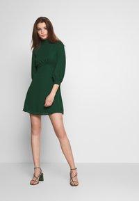 Fashion Union - CHARBAN - Denní šaty - forest green - 1