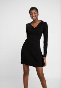 Fashion Union - NAPA - Pletené šaty - black - 0