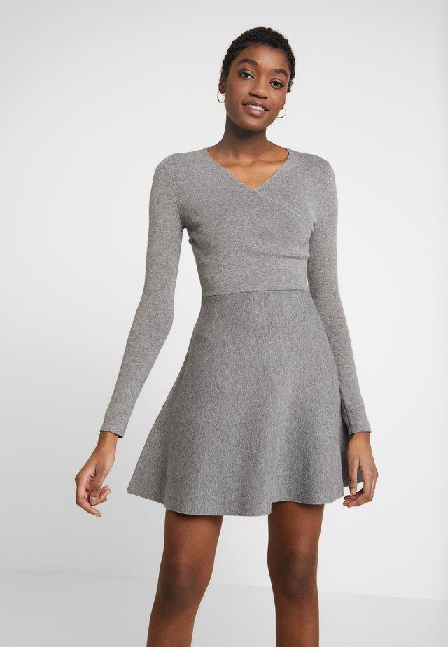 WALPI - Strikket kjole - grey