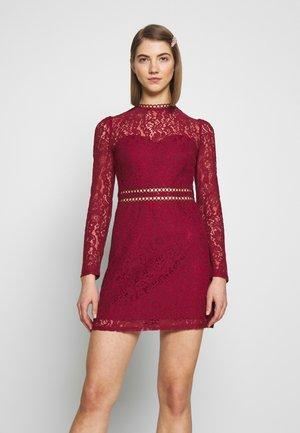 SHUSH - Vestido informal - burgundy