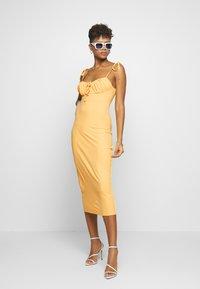 Fashion Union - SIZZLE - Sukienka z dżerseju - yellow - 1