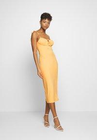 Fashion Union - SIZZLE - Jersey dress - yellow - 0
