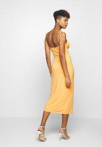 Fashion Union - SIZZLE - Sukienka z dżerseju - yellow - 2