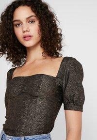 Fashion Union - CHIARA - Blus - black/gold - 4