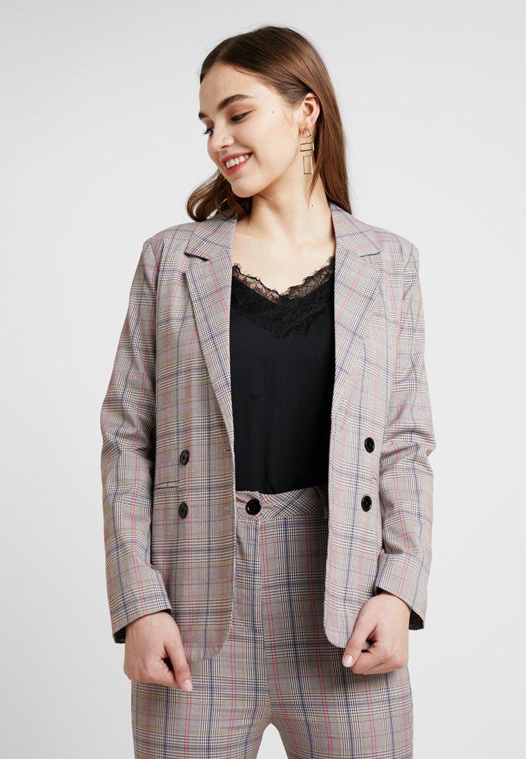 Fashion Union - KELLEN - Żakiet - brown