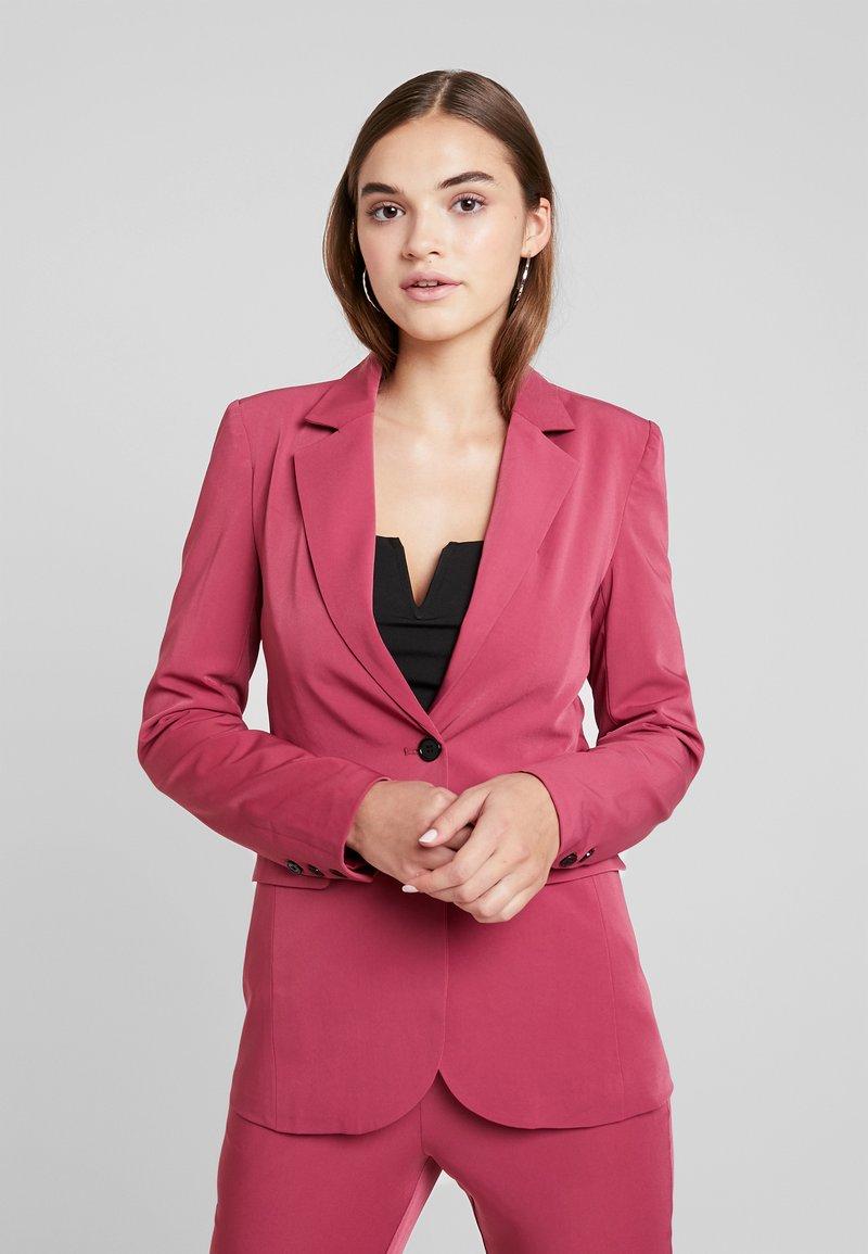 Fashion Union - EXCLUSIVE MISON - Blazer - dark pink