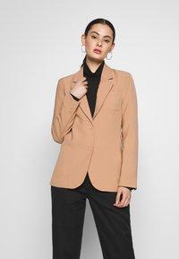 Fashion Union - BENJAMIN - Blazer - beige - 0